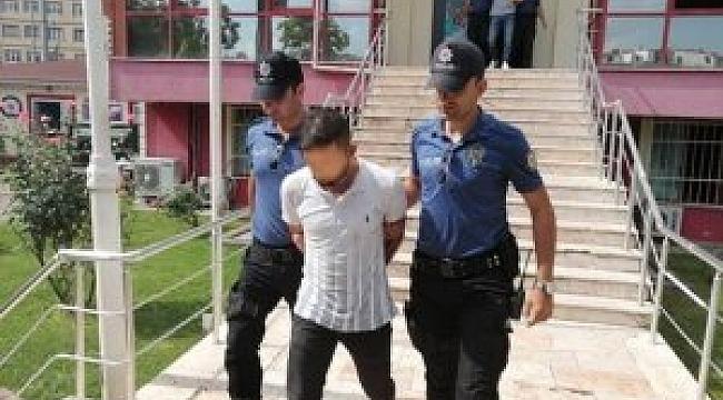 Polislere bıçak çektiler!