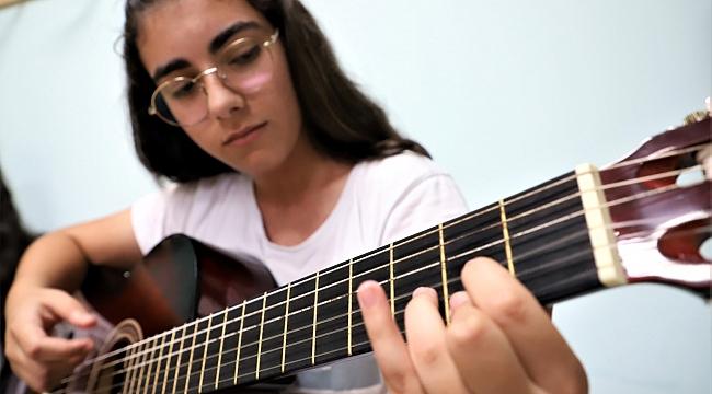 Büyükşehir çocuklara gitar kursu veriyor!
