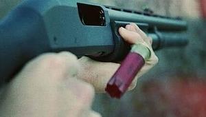 Dükkana pompalı tüfekle ateş ettiler