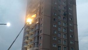 Gebze'de apartmana yıldırım düştü!
