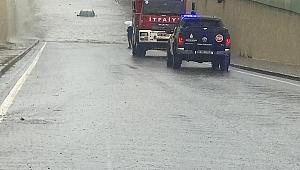 Gebze'de araçlar suların altında kaldı