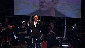 İzmitli Ferhat Göçer Fuar konserinde duygusal anlar yaşadı