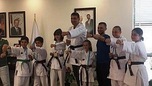 Kocaman karateci minikleri misafir etti