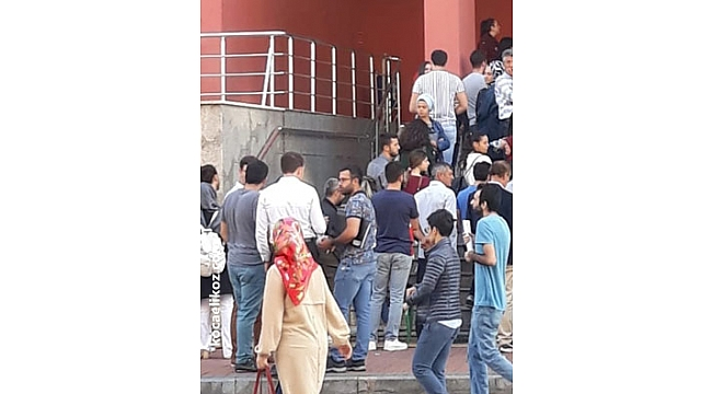 Yüzlerce kişi adliye kapısında kuyruk oluşturdu!