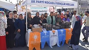AK kadınlar Dilovası'nda aşure dağıttı