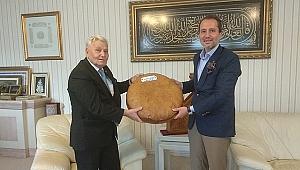 Aras, Erbakan'a adil düzen ekmeği götürdü