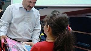 Büyükgöz'den çocuklara okul hediyesi