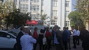 Gebze vergi dairesi çalışanları binaya girmeme kararı aldı