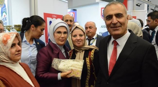 Kocaeli, Emine Erdoğan'a  Kandıra Bezi hediye etti