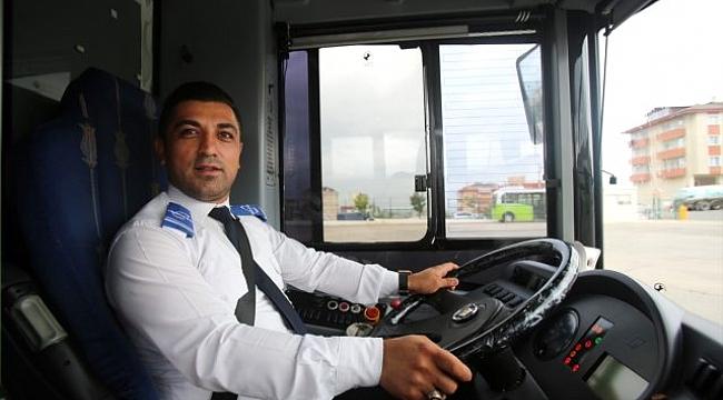 Otobüs sürücüsü bayılan yolcuyu hastaneye yetiştirdi