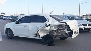 Otomobille hafif ticari araç çarpıştı: 2 yaralı