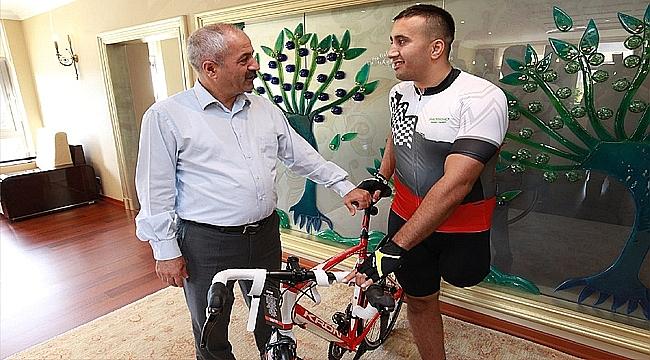 Sporcu Dönmez'e en özel bisiklet