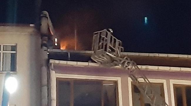 Yangına müdahale ederken düşen itfaiyeci yaralandı