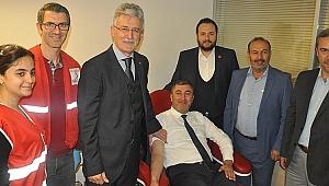 AK Partililerden Kızılay'a kan bağışı
