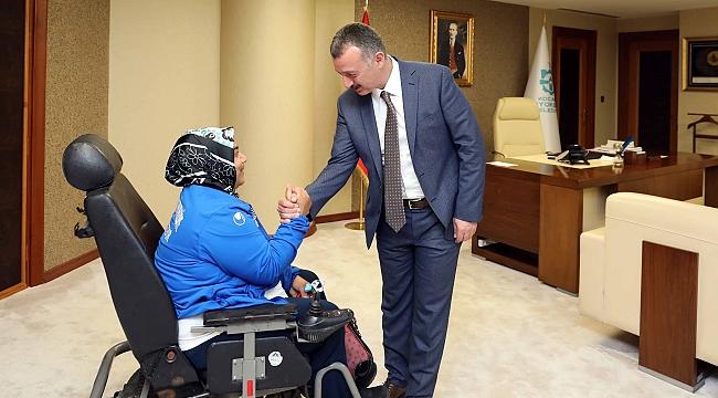 Büyükakın, Kağıtspor'un şampiyon sporcularını ağırladı