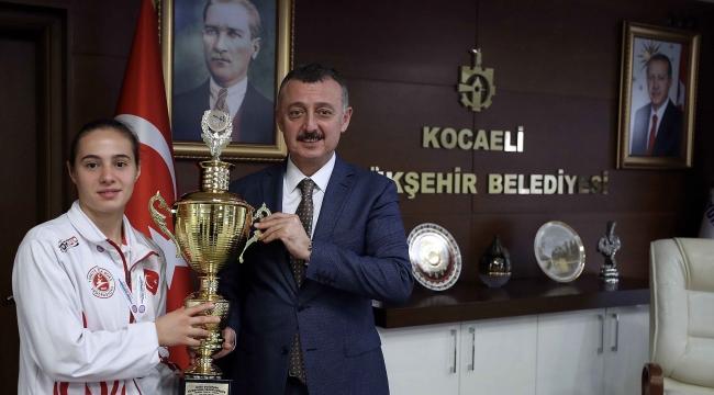 Büyükakın ''Tuğçe'den Dünya şampiyonluğu bekliyoruz''