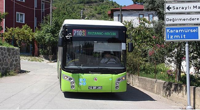 Seyir halindeki otobüse yumurtalı saldırı