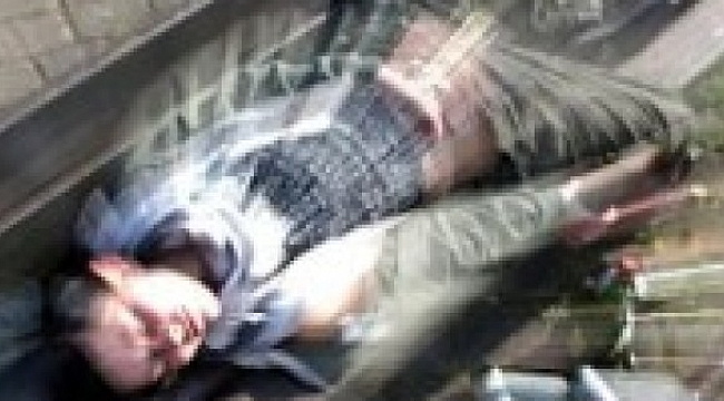 Sokak ortasında uyuşturucu komasına girdi!
