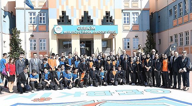 Vali Aksoy'dan o okula ziyaret