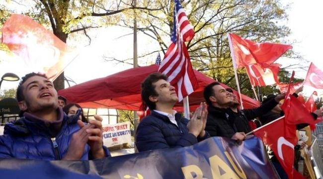 ABD'de kaldığı otelin önüne gelen vatandaşları selamladı