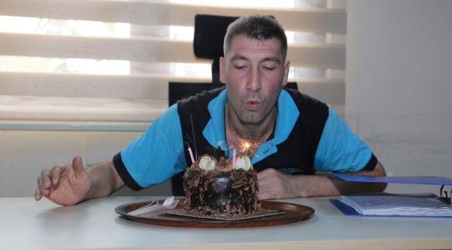 Engelli personele doğum günü pastası