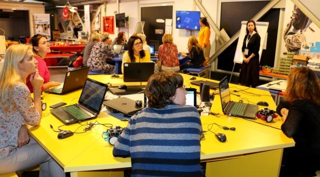 Bilim Merkezi'nde yabancı öğretmenlere kodlama eğitimi
