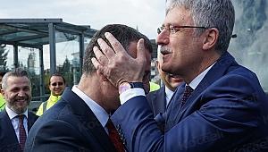 Ellibeş, o konuşması nedeniyle Büyükakın'ı alnından öptü