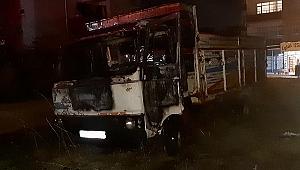 Gebze'de park halindeki kamyonet yandı