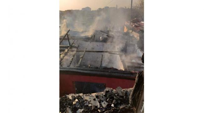 Kocaeli'de 3 ev alev alev yandı!