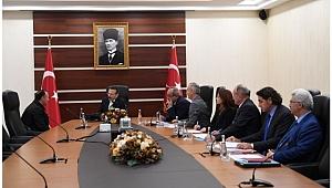 Vali Aksoy vatandaşları dinliyor
