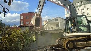 Darıca'da kaçak ve metruk yapılar yıkılıyor