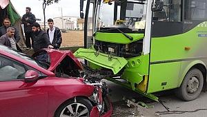 Rahatsızlanan sürücünün kullandığı otomobil halk otobüsüne çarptı