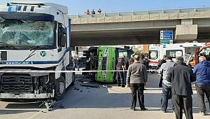 Tankerle çarpışan halk otobüsü devrildi!