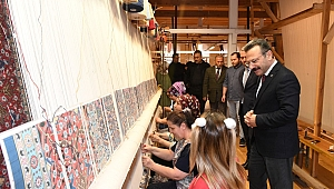 Vali Aksoy Hereke Halı ve İpekli Dokuma Fabrikasını ziyaret etti