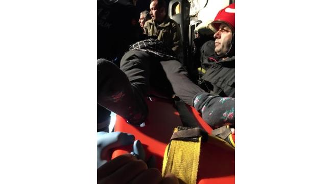 Arızalanan otomobili yolcularla taşıyan çekici, otomobille çarpıştı: 2 ölü, 8 yaralı