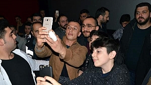 Gebze'de 'Sıfır Bir' filminin oyuncularına büyük ilgi