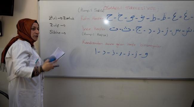 KO-MEK'te Osmanlı Türkçesi öğreniyorlar