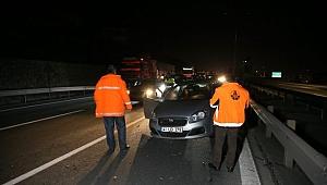Kocaeli'de 5 otomobilin karıştığı zincirleme kaza otoyolda trafiği aksattı