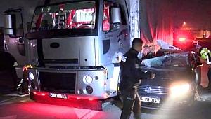 Otomobil TIR'a çarptı 1'i ağır 2 yaralı