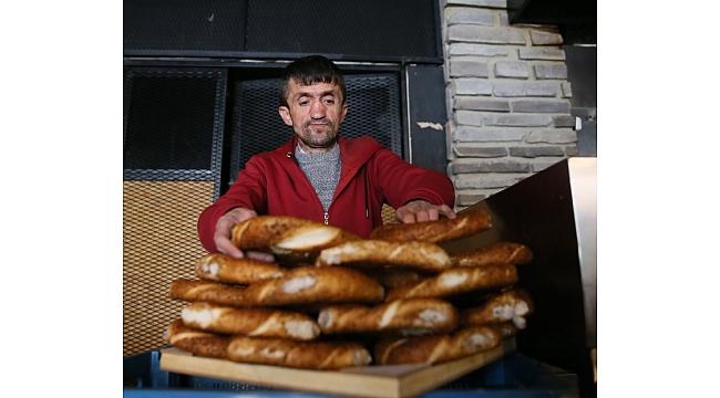 Simitçi Erkan, bir günlük gelirini Vanlı depremzedelere yolladı