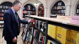 Başkan Büyükakın, ''Harçlıklarımı biriktirir kitap alırdım''