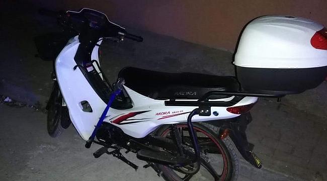 Çaldıkları motosikletle hırsızlık yapan 2 kişi yakalandı