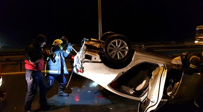 Dilovası'nda otomobil bariyere çarptı: 2 yaralı