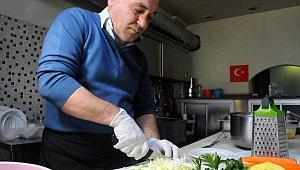 Gebzeli esnafın 11 çeşit sebze ile hazırladığı koronavirüs çorbasına rağbet arttı