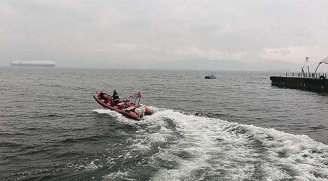 İntihar için denize atlayan genç kurtardı