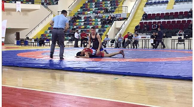 Kağıtsporlu güreşçi Bilal Türkiye Şampiyonu oldu