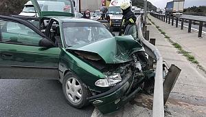 Otomobil önce kamyona sonra bariyere çarptı: 1 ölü