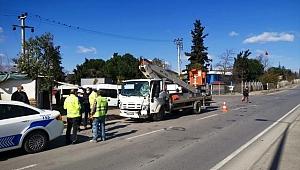 Otomobille çarpışan kamyonetin sürücüsü yaralandı
