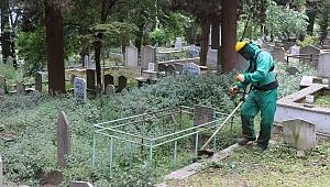 Bayram öncesi mezarlıklara bakım yapıldı