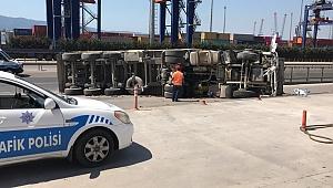 Bor yüklü TIR devrildi, şoför yaralandı